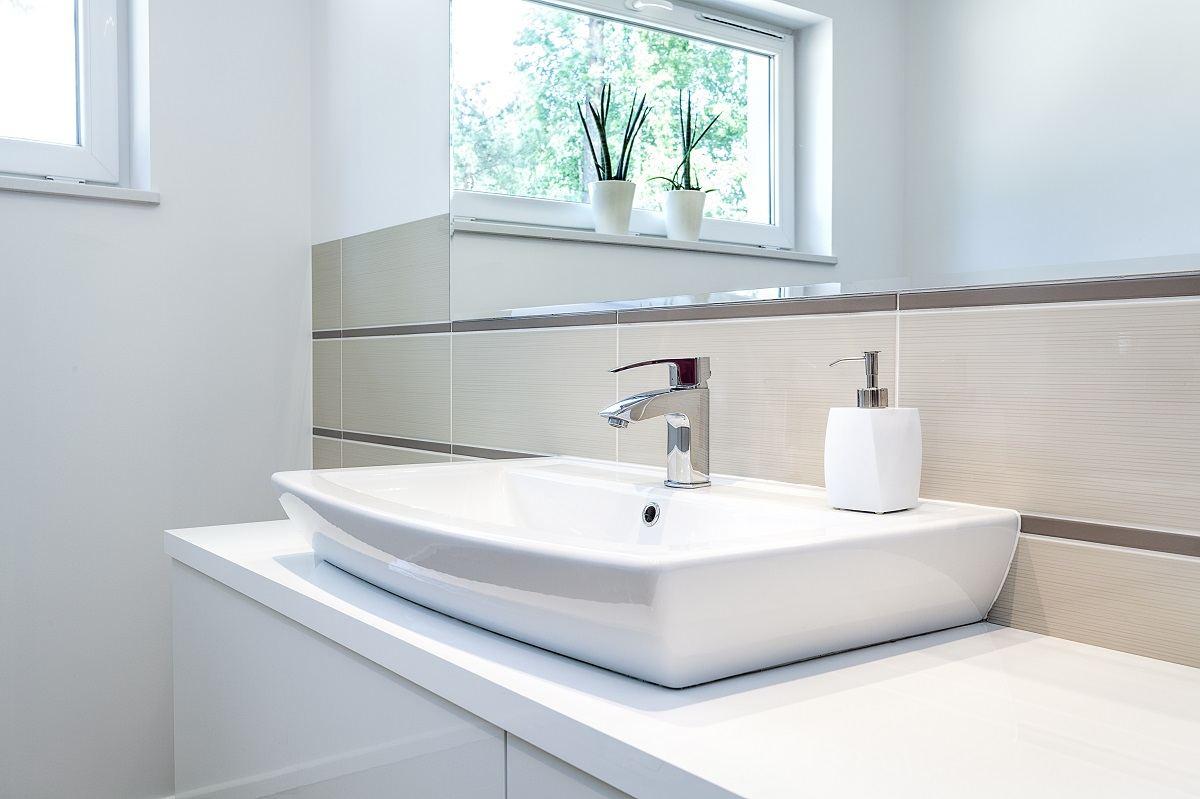 So reinigen Sie das Badezimmer schnell und einfach | JEMAKO Shop ...